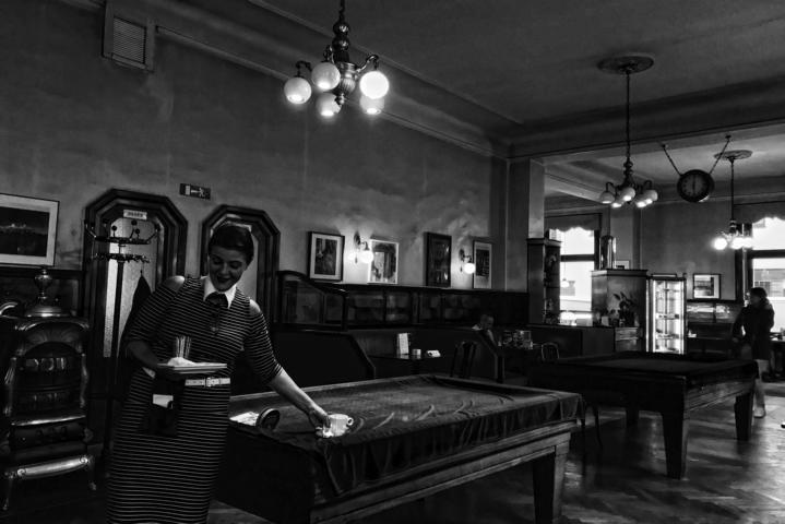 Klapetz_Kellnerin Cafe Goldegg_Originalfotographie
